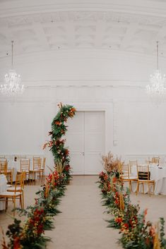 A Cosy, Autumn-themed Wedding At The Fullerton Hotel Singapore - The Wedding Notebook magazine Diy Wedding Cake, Fall Wedding, Wedding Decorations, Decor Wedding, Boho Wedding, Wedding Ideas, Wedding Flower Arrangements, Floral Arrangements, Wedding Flowers