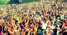 Vanaf vandaag gaan we regelmatig aandacht besteden aan zaken die gewoon héél erg k*t zijn. Vandaag: festivals.