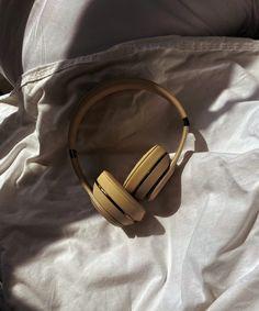 Is Falling Asleep To Podcasts Good For Our Brains? Good Sleep, Sleep Better, Sleeping Issues, Mindfulness App, Autonomous Sensory Meridian Response, Trying To Sleep, Trouble Sleeping, Sleep Problems, How To Stay Awake