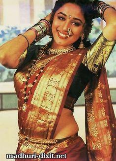Vintage Bollywood, Bollywood Girls, Bollywood Fashion, Bollywood Stars, Madhuri Dixit Saree, Indian Bridesmaid Dresses, Indian Aesthetic, Indian Wedding Makeup, Beautiful Bollywood Actress