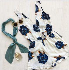 Summer spying retro scarf flowers elegant classy
