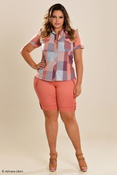 Plus size - look short/bermuda/afins cleo lima fernandes in Fat Girl Outfits, Short Outfits, Casual Outfits, Curvy Women Fashion, Plus Size Fashion, Plus Size Womens Clothing, Plus Size Outfits, Plus Size Dresses Australia, Bermuda Shorts Outfit