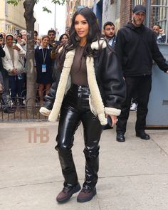 Kim kardashian Women's Clothing - Today's Fashions Today's women's clothing are a line of ultimate r Kendall Jenner Outfits, Kendall And Kylie, Kylie Jenner, Robert Kardashian, Khloe Kardashian, Yeezy Sneakers, Kardashian Kollection, Hermes Birkin, Hermes Men
