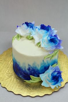 Blue Flowers Cake! 💙 Cupcake Cookies, Cupcakes, Floral Cake, Specialty Cakes, Custom Cakes, Blue Flowers, Cake Decorating, Birthdays, Birthday Cake