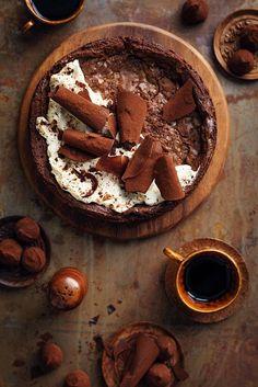 Viiden aineksen suklaakakku - Reseptit - Helsingin Sanomat