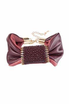 bracelet from upcycled leather (©Ika Babel)