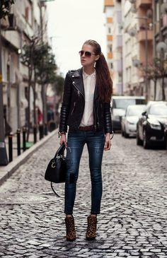 leather jacket outfit, streetstyle blogger istanbul, fashion blogger, studded collar blouse, neon rock, aviator glasses mango, leopard boots...