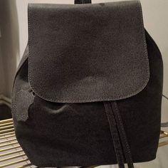 %100 deri sırt çantası farklı dokusu ile sezonun en sevilenlerinden.. #biswearistanbul #galata #store #studio #sale #indirim #butik #photooftheday #amazing #design #minimal #minimalist #style #cool #fashion #vogue #bag #backbag #biswear #ootd #ottd #otd #vsco #istanbul
