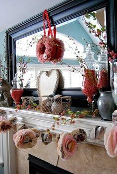 Saint Valentin déco cheminée en fleurs et perles