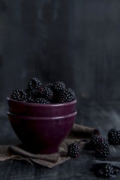 Deep plum and blackberry / Beautiful food photography by Renáta Török-Bognár. Food Styling, Food Photography Styling, Fruit Recipes, Fruits And Vegetables, Fresh Fruit, Food Art, Food Food, Food And Drink, Tasty