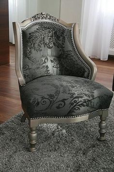 Loving this gray armchair Poltrona Vintage, Vintage Chairs, Upholstered Chairs, Cheap Home Decor, Home Decor Accessories, Home Interior Design, Gothic Interior, Home Remodeling, Furniture Design