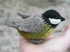 This chickadee #crochet pattern is the cutest ever, I thought it was real!