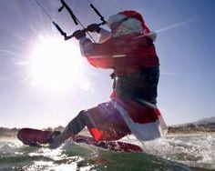 On arrive en décembre, le temps de profiter des promotions et ventes flash kitesurf. Anticiper la saison et une idée cadeau  kitesurf pour noël