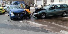 Těžká nehoda v Plzni po 21. hodině došlo na rušné křižovatce Doudlevecká a U Trati ke střetu vozidel Audi a Mercedes. Na místě zasahovaly všechny složky IZS. Řidiče vozu Audi pak museli záchranáři transportovat do nemocnice.