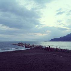 Spiaggia libera ancora per poco.  #volgocampania #volgosalerno #vivasalerno #salifornia #salerno #ig_salerno #salerno_lacitta #italy #beautiful #mare #like4like #relax #goodevening #buonasera #italy #southitaly #AmalfiCoast #amalfi #campania #sea #pastena