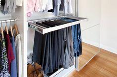 Організація зберігання речей у шафі