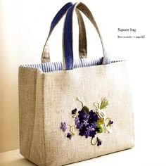 Be still our bee-ting hearts! Find more incredible embroidery in Reiko Mori's . Hand Embroidery Flowers, Embroidery Bags, Hand Sewn Crafts, Japanese Bag, Bag Pattern Free, Diy Tote Bag, Jute Bags, Quilted Bag, Fabric Bags