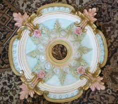 Classic Home Decor Themes That Are Always In Style Mirror Ceiling, Ceiling Tiles, Ceiling Decor, Ceiling Design, Wall Decor, Easy Home Decor, Home Decor Bedroom, Victorian Ceiling Medallions, Pintura Patina