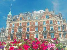 何だか素敵な一日になりそう○  ディズニー感のあるホテルが晴れた空に映える  #アムステルダム#オランダ#ヨーロッパ#日々のこと#海外暮らし#シンプルライフ#暮らしを楽しむ#7月#amstergram#iloveamsterdam#amsterdamlife#iamsterdam#livecolorfully#momentslikethese#ディズニーランド