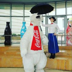 I was a surprise hit when I went to the #cocacola museum in #atlanta in 2014. Was on my way to #dragoncon so went in my #marypoppinscosplay  #marypoppins #disney #marypoppinscostume #disneycosplay #julieandrews #cosplay #cosplaylove #costume #supercalifragilisticexpialidocious #scarletmoonstorm