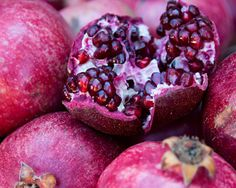 DIY Pomegranate Beauty Recipes - Pomegranate Scrub -   2 Tbsp avocado oil  2 Tbsp brown sugar  2 Tbsp honey  1 Tbsp pomegranate seeds  1 tsp orange peel  Combine all ingredients in a bowl and mix. Apply the mixture onto your body in the shower and gently scrub for one or two minutes. Rinse away with warm water.