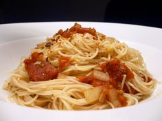 A classic dish of angle hair pasta, diced tomatoes, basil, oregano and crushed red pepper. (baked pasta recipes no meat) Angel Hair Pasta Recipes, Baked Pasta Recipes, Cooking Recipes, Healthy Recipes, Cheap Recipes, Simple Recipes, Ww Recipes