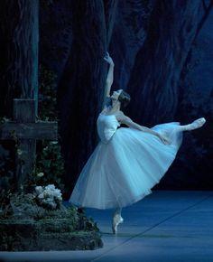 Polina Semionova in Giselle. © The Mikhailovsky Theatre.