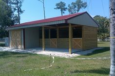 Convert to run-in shed: no stalls or concrete where horses will be. Horse Shed, Horse Barn Plans, Horse Stalls, Horse Horse, Horse Tips, Goat Barn, Farm Barn, Small Horse Barns, Barn Layout