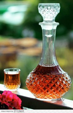 Nalewka miodowo – morelowa  Składniki na litr nalewki:… Champagne Drinks, Cocktail Drinks, Cocktails, Irish Cream, Wine Decanter, Liquor, Food And Drink, Homemade, Vogue