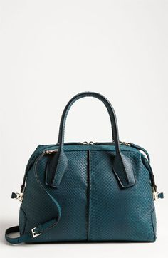 I love this bag, especially the colour, it's gorgeous!  w.