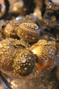 Romancing the Home: Christmas Decor- More Memories