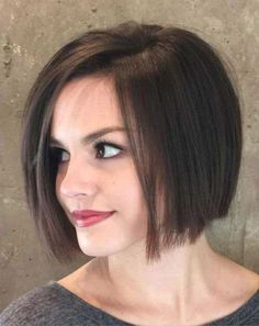 Most Demanded Chin Length Bob Haircut Styles 2019 for Women to Look Divine - Short Hair Styles Angled Bob Haircuts, Best Bob Haircuts, Haircuts For Fine Hair, Haircuts For Women, Bob Hairstyles 2018, Messy Hairstyles, Chin Length Hairstyles, Hairstyle Ideas, Curly Hairstyle