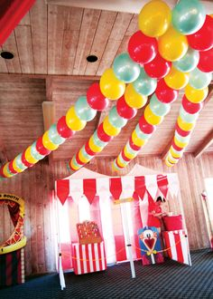 Spectacular Vintage Circus Theme First Birthday - and I thought I went all out for Reagan's 1st birthday. Love the balloon garland.