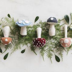 Mushroom Crafts, Felt Mushroom, Mushroom Decor, Mushroom House, Felt Christmas Decorations, Felt Christmas Ornaments, Handmade Christmas, Christmas Fairy, Woodland Christmas