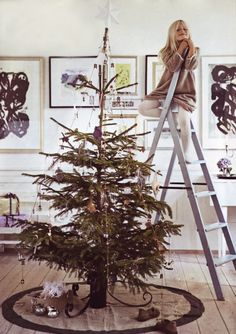 How to Choose the Right Christmas Tree. At holiday time, many people ask not which Christmas tree they should get, but whether a real or fake pine is. Christmas Style, Merry Christmas, 12 Days Of Christmas, Christmas Wishes, White Christmas, Vintage Christmas, Christmas Holidays, Christmas Crafts, Christmas Decorations