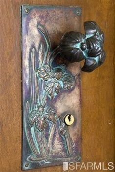 Unique door knobs and knockers -Art Nouveau doorknob. Door Knobs And Knockers, Knobs And Handles, Door Handles, Cool Doors, Unique Doors, Jugendstil Design, Modernisme, Art Nouveau Design, Door Accessories