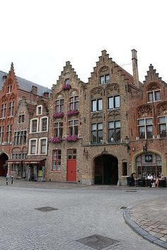 Jan van Eyck Square, #Bruges #Belgium #beautifulplaces
