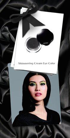 Il nero intenso dell'ombretto in crema Shimmering Cream Eye Color, per creare un effetto smokey eyes dal fascino intramontabile. #makeup #Shiseido #black www.shiseido.it