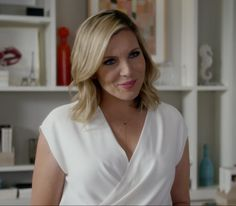 """Brianna Hanson - Grace & Frankie """"The Neogtiation"""" June Diane Raphael, Slay All Day, Hair 2018, Business Attire, Fangirl, That Look, Dress Up, Hair Beauty, V Neck"""
