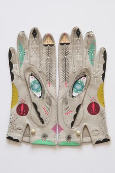 These are completely amazing Hand painted repurposed vintage gloves. Cosmic Hand-Painted Animal Gloves by Artist Bunnie Reiss Textiles, Dandy, Caroline Reboux, Looks Style, My Style, Vintage Gloves, Fashion Details, Fashion Design, Reiss