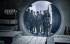 """Dass Matthias Schweighöfer ein mal neben Dave Bautista in einem Zombie-Actionfilm mitspielt, hätten wohl nur die wenigsten vermutet. Aber die Netflix-Produktion """"Army of the Dead"""" macht es möglich. Schweighöfer"""