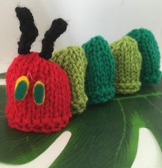 Hungry Caterpillar Ferrero Rocher chocolate cover Knitted Christmas Decorations, Christmas Diy, Christmas Ornaments, Christmas Stuff, Christmas Trees, Xmas, Fererro Rocher, Hand Knitting, Knitting Patterns