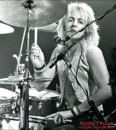 Roger Taylor - Queen 1977 photo: Paul McAlpine