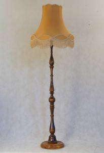 Деревянный торшер с золотым абажуром