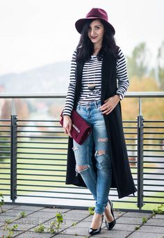 Same same but different : Streifenshirt und Jeans treffen Burgundy