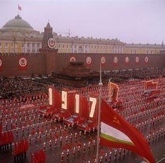 Communist Propaganda, Propaganda Art, Back In The Ussr, Ukraine, Soviet Art, Military Diorama, Red Army, Country Art, Historical Pictures
