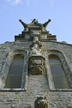 #elven #bretagne #morbihan #facade #eglise #contreplongee #vueencontreplongeedeleglise