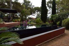 La piscine à débordement: Piscine de style de style Moderne par Grégory Cugnet ARCHITECTE
