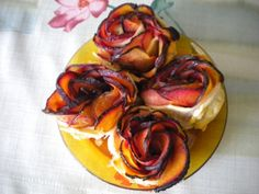 Pflaumen-Blätterteig-Rosen - Kulinarische Weltreise mit saymo