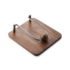 Made of acacia wood, this clever napkin holder has a nickel-plated clip to keep napkins neat and in place. A round ball adds to the fun-loving design. Modern Napkin Holders, Wood Napkin Holder, Modern Napkins, Rustic Napkins, Table En Bois Diy, Acacia Wood Flooring, Gold Home Accessories, Pet Accessories, Diy Bird Feeder